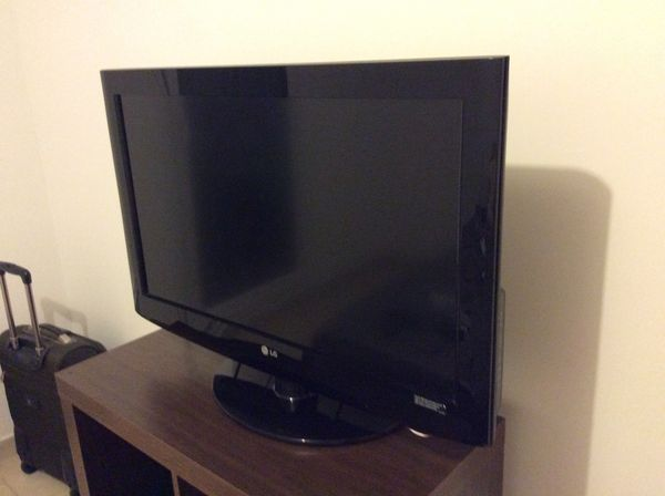 Très beau téléviseur LCD 32LH2000 de marque LG  145 Aix-en-Provence (13)