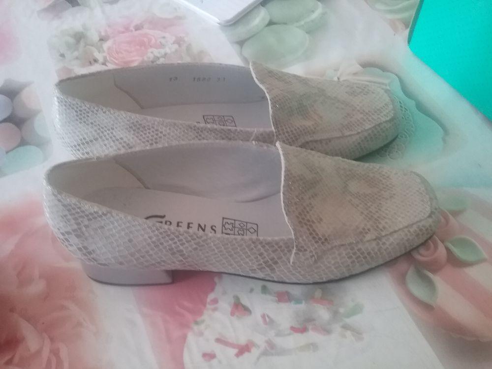 très belle chaussures de cuir neuves  15 Gravelines (59)