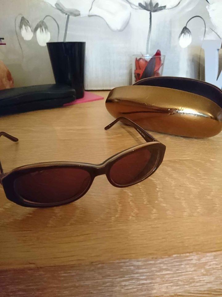 Très belle lunette Guess solaire 40 Oullins (69)