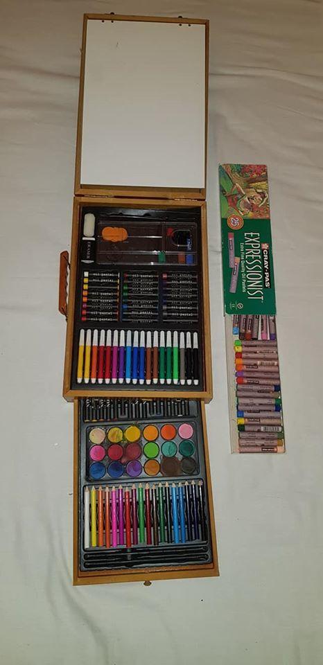 tres belle mallette de peinture en bois 20 Les Peintures (33)