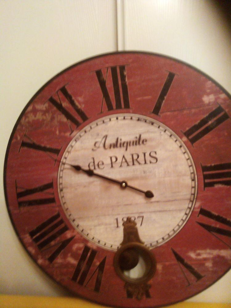 Très belle pendule murale rétro rouge foncé 30 Fréjus (83)