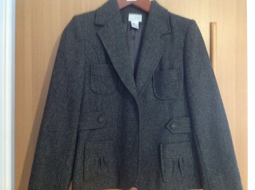 Très belle petite veste. 15 Bollwiller (68)