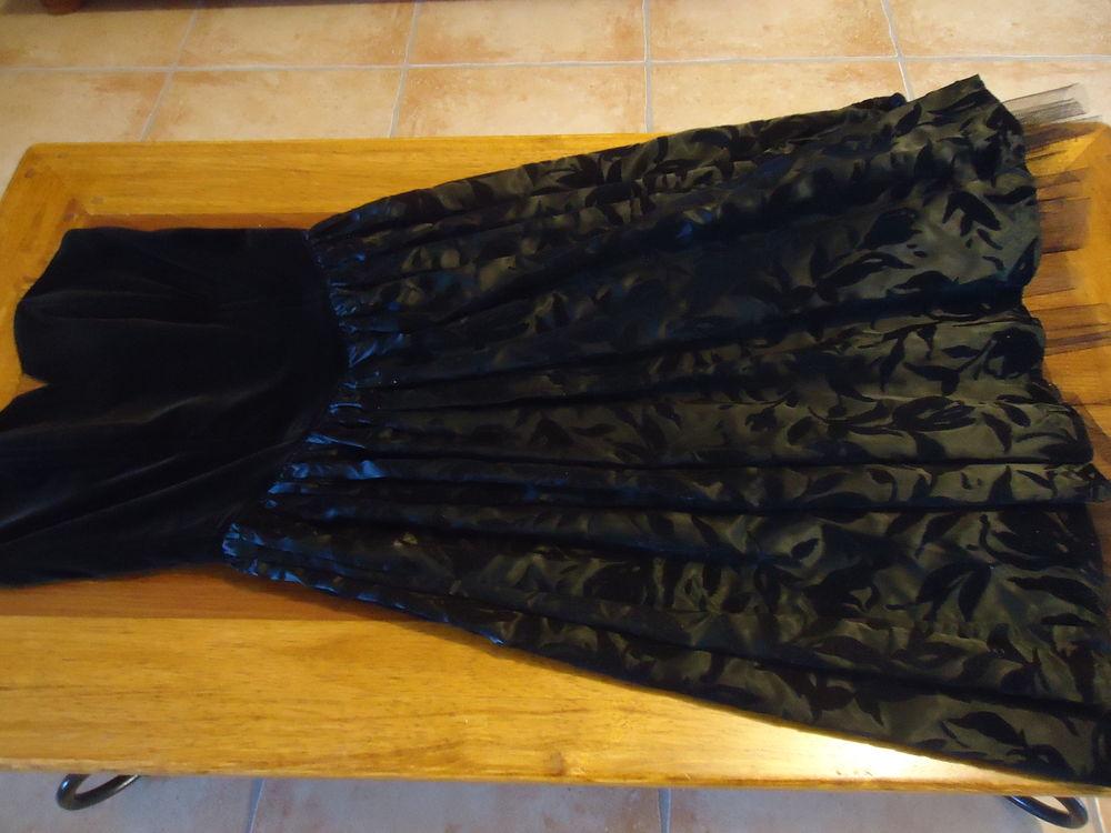 Très belle robe de fêtes à bustier  32 Doué-la-Fontaine (49)