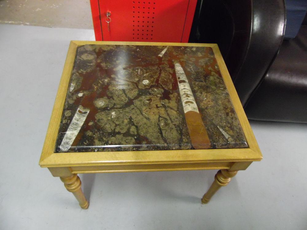 TRES BELLE TABLE BASSE EN BOIS ET PLATEAU EN MARBRE 30 Sens (89)