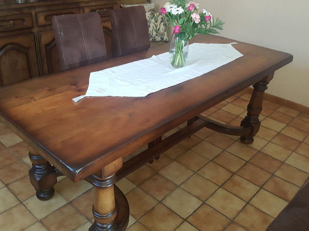 Tres belle table 99 La Roche-Blanche (63)
