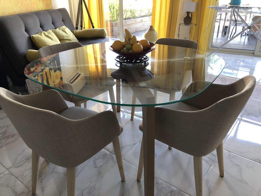Très belle table à manger et ses 4 fauteuils en bon état  0 Menton (06)
