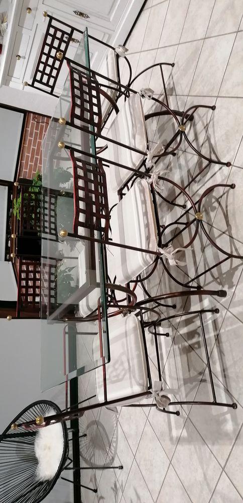 très belle table en fer forgé avec ses six chaises 200 Fontaine-la-Mallet (76)