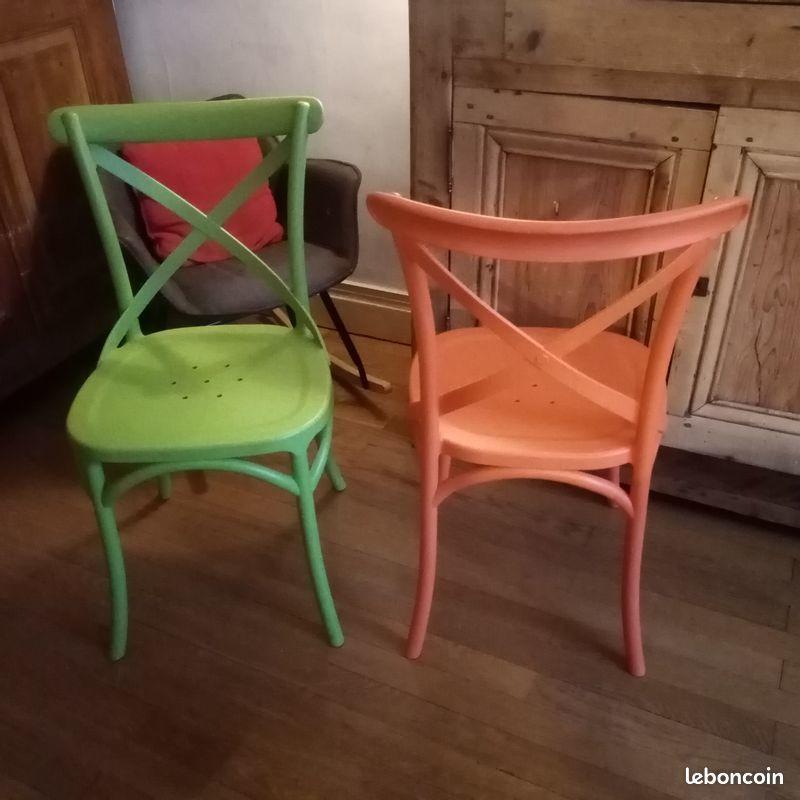 Très belles chaises de cuisine en plastique comme neuve 15 Villeurbanne (69)