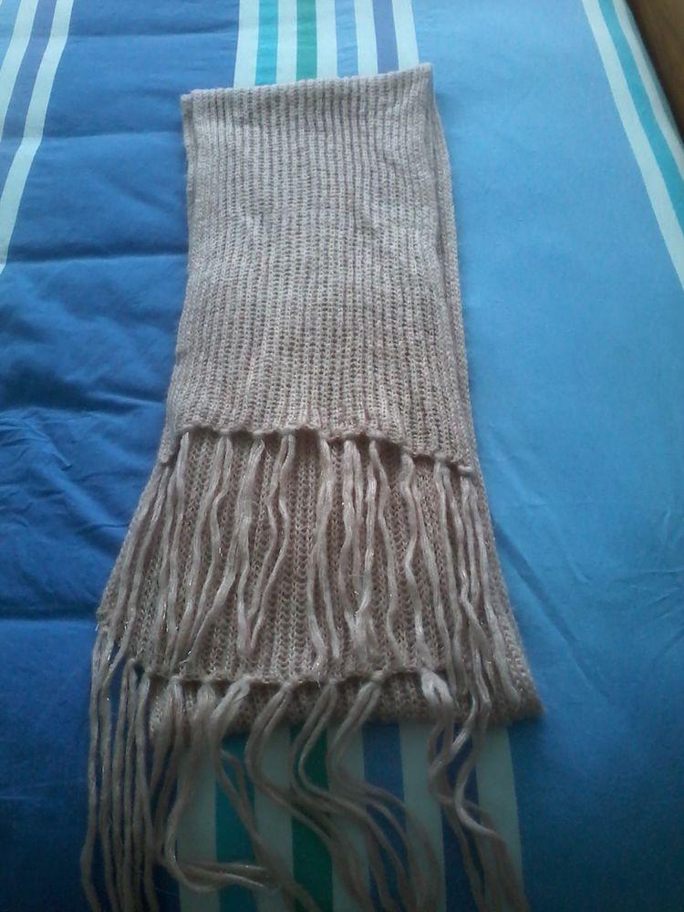 Très grande écharpe en laine  pour offrir  10 Tourcoing (59)