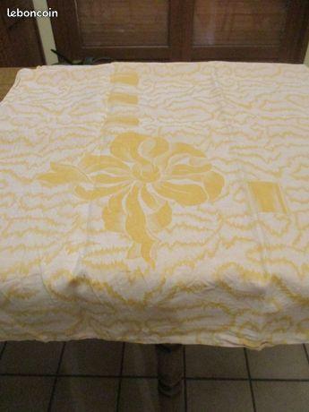 Très grande nappe jaune ou morceau de tissus 1m90 x 1m90 8 Mérignies (59)