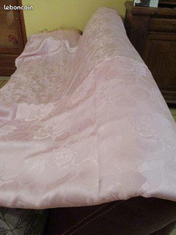 Très grande nappe rose 2 m 60 x 1 m 50 ne se chiffonne pas 24 Mérignies (59)