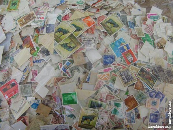 très gros lot de 1 KG de timbres du monde 35 Annay (58)
