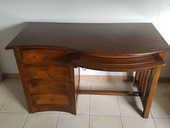 Très joli bureau modèle  vague  4 tiroirs, une tablette 250 Villeneuve-sur-Lot (47)