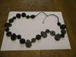 très joli collier motifs noirs longueur totale : 80 cm