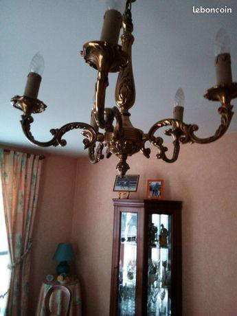 Très  joli lustre en bronze..à saisir!!! 50 Saint-Laurent-Blangy (62)