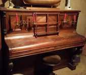 très joli piano avec chandeliers et tabouret réglable 300 Ozoir-la-Ferrière (77)