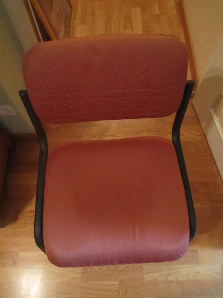 une très jolie chaise en tissus orangé 0 Mérignies (59)