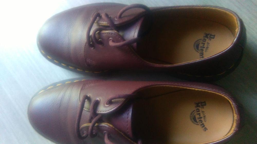 Très jolie Chaussures  pointure 40 femme. Marque  Dr.Martens 50 Brive-la-Gaillarde (19)