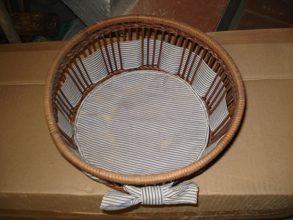 très jolie corbeille ronde en osier avec tissus rayé neuve 0 Mérignies (59)