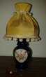 Très jolie lampe de chevet ancienne avec décor fleuri