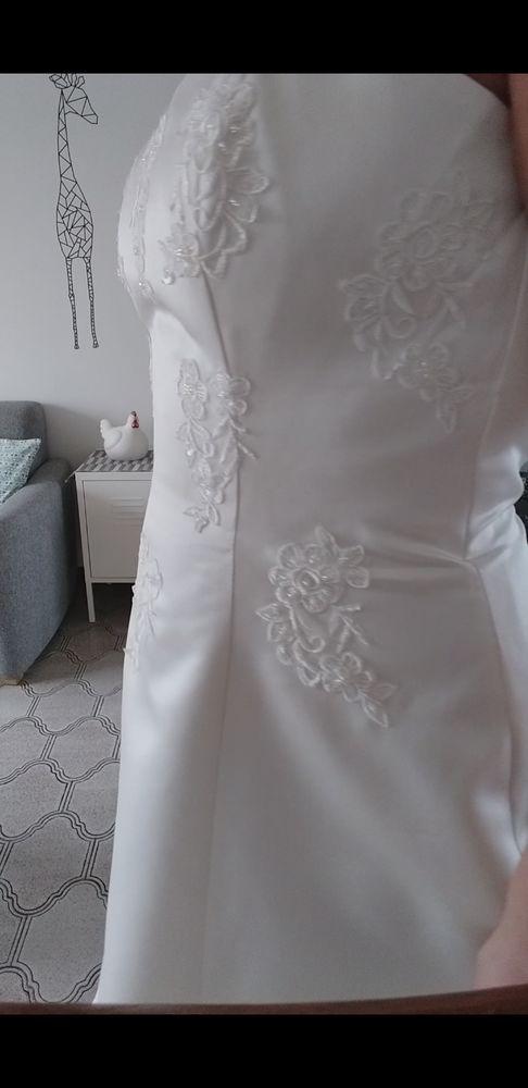 Très jolie robe de mariée bustier réglable en satin blanc. 450 Killem (59)