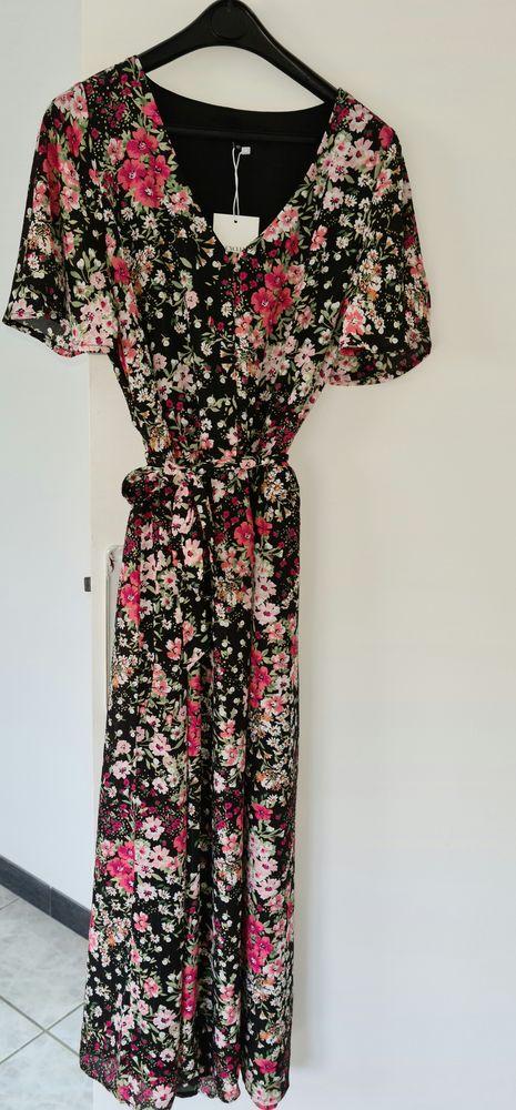 Très jolie robe neuve jamais portée. 40 Taverny (95)