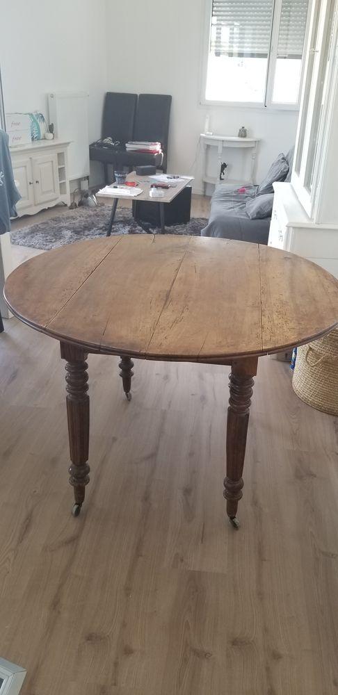 Très jolie table ronde d'antiquaire  200 Sèvres (92)