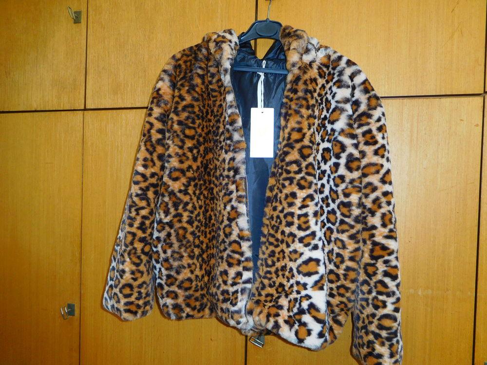très jolie veste neuve en  fausse fourrure 70 Vitry-sur-Seine (94)