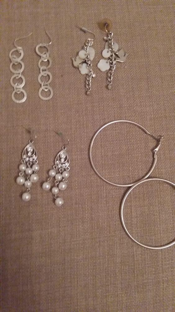 Très jolies boucles d oreilles.  3 La Valette-du-Var (83)