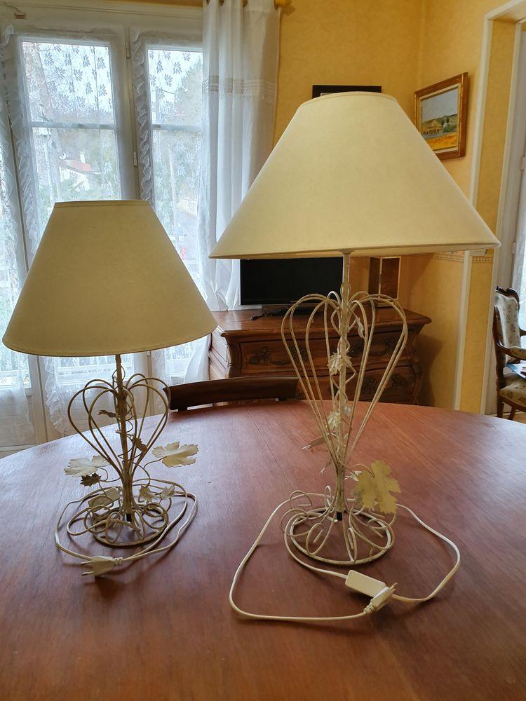 TRES JOLIES LAMPES IDENTIQUES, sauf taille, blanc cassé, Décoration