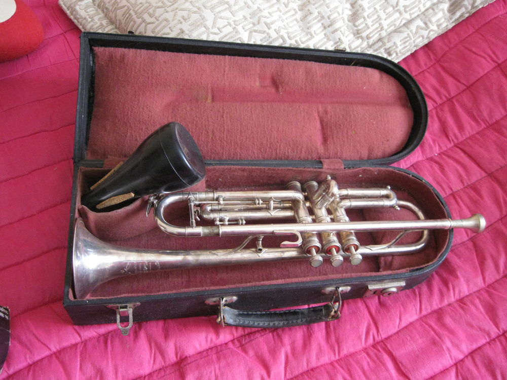 trompettes occasion annonces achat et vente de trompettes paruvendu mondebarras page 2. Black Bedroom Furniture Sets. Home Design Ideas