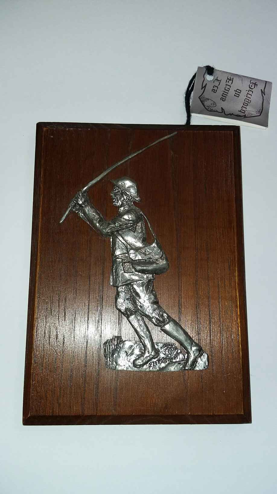 Trophée du  pêcheur sur son tableau avec son lancer          20 Saumur (49)