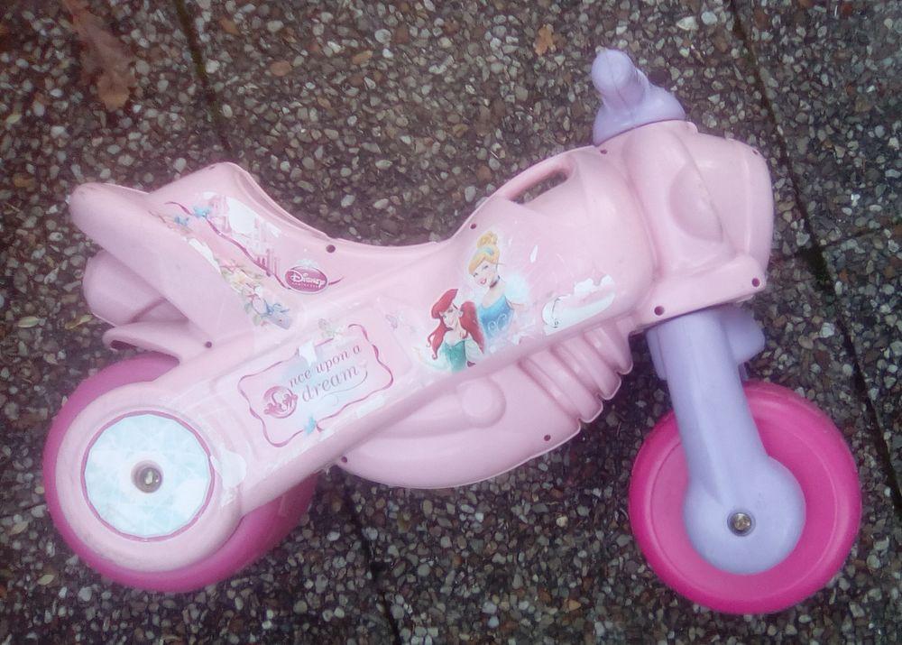 Trotteur moto Disney princesse 10 Beauchamp (95)
