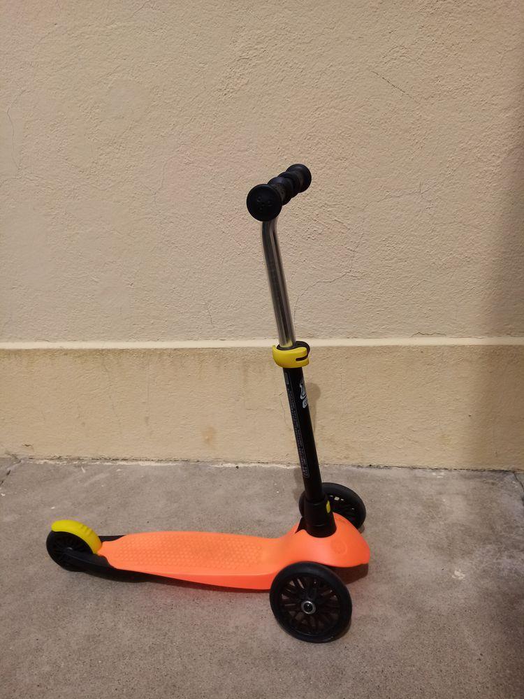 Une trottinette décathlon oxelo, orange 10 Toulouse (31)