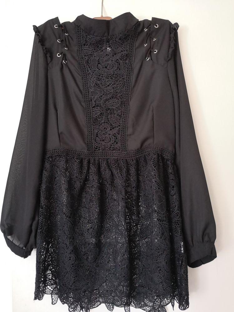 Tunique noire avec dentelle femme Taille 40. 50 Le Cannet (06)