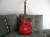 URGENT Vend guitare Godin artisan LT rouge 500 Laval (53)