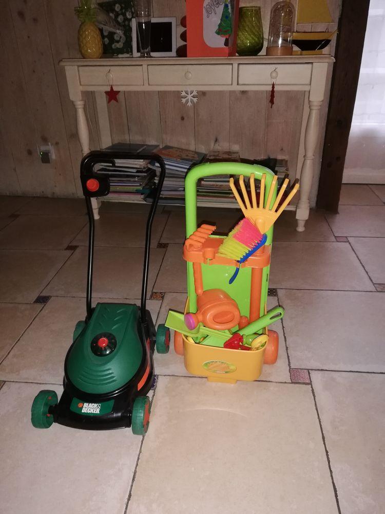 Ustensiles jardinage et tondeuse avec son. 40 Les Bordes (36)