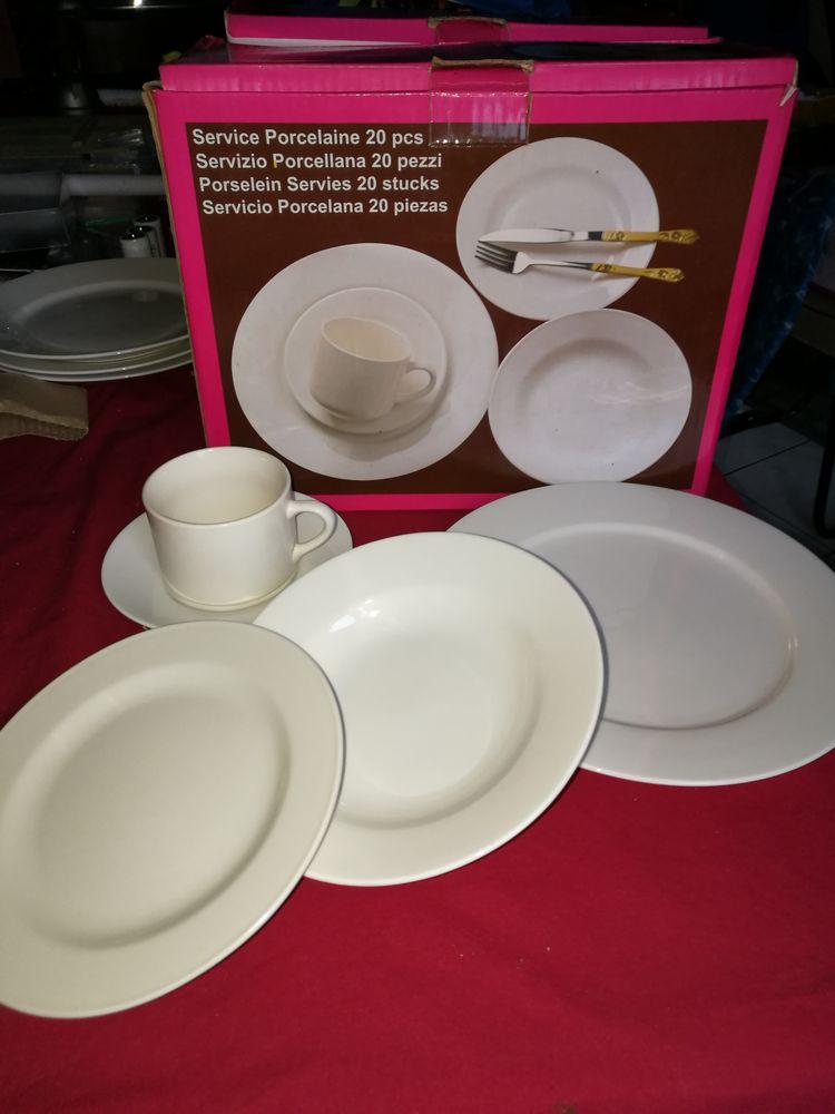 lot vaisselle assiettes, soucoupes, tasses 40 Balan (08)