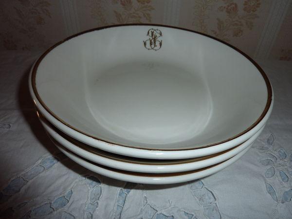 lot de vaisselle très anciennes avec initiales 0 Tournefeuille (31)