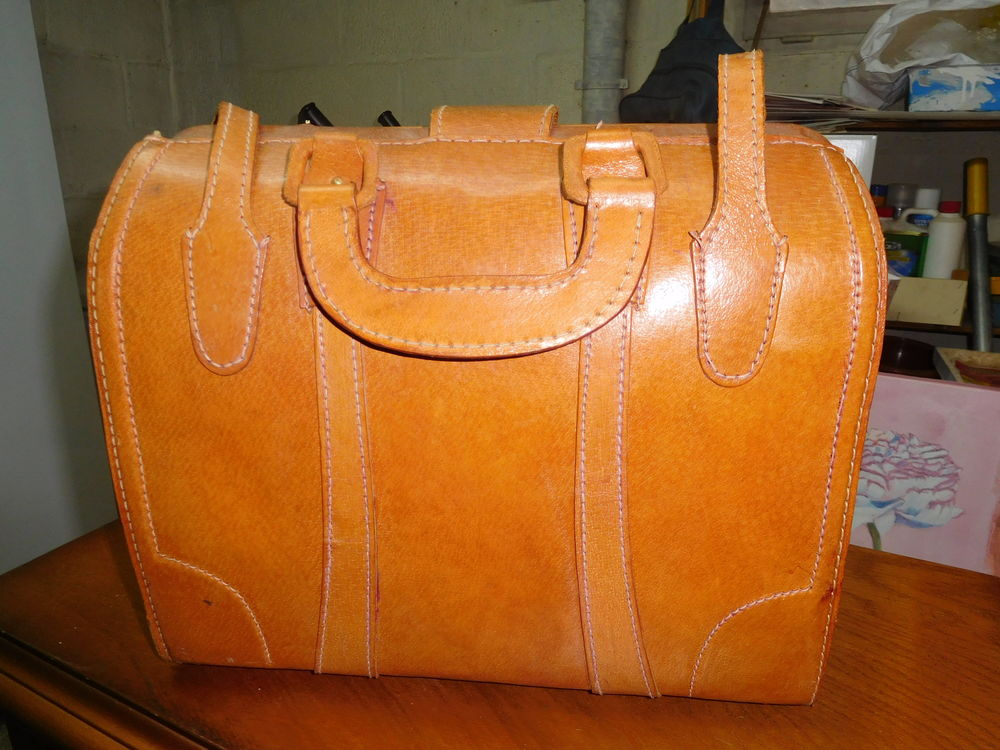 Valise ancienne  20 Le Grand-Quevilly (76)