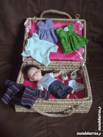 valise  poupée et vêtements 32 Épernay (51)