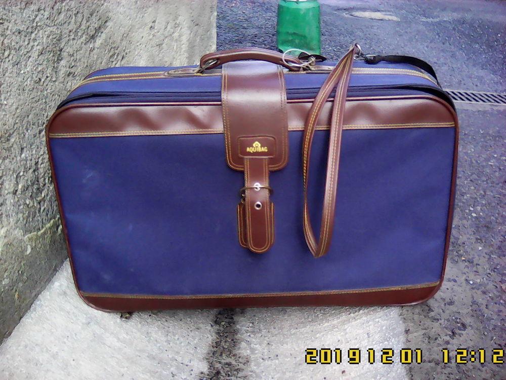 Valise sur roulettes Aquibag 41-42 litres.   27 Noailhac (81)
