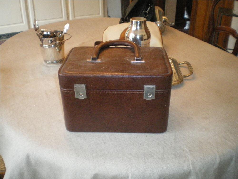 vanity cuir marron 30 Laloubère (65)