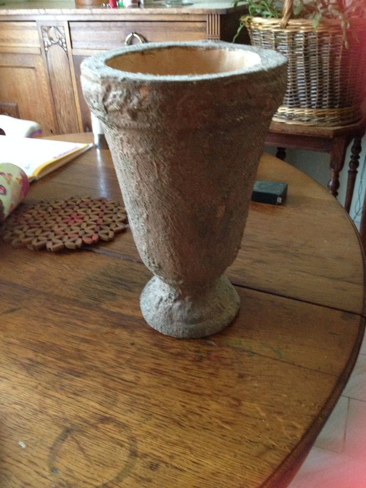 vase avec surface rugueuse imitation terre 15 Aulnay-sous-Bois (93)