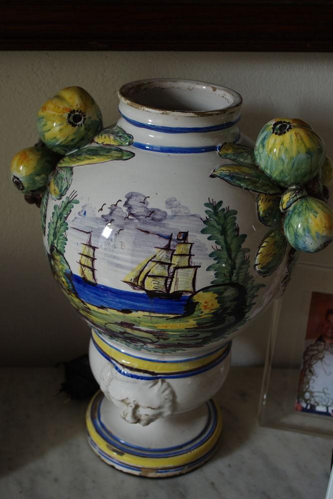 Vase faïence fruits sur côté 110 Jonquières (84)