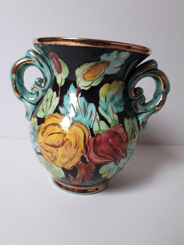 24 ? Vase à fleur de VALLAURIS Jeux / jouets