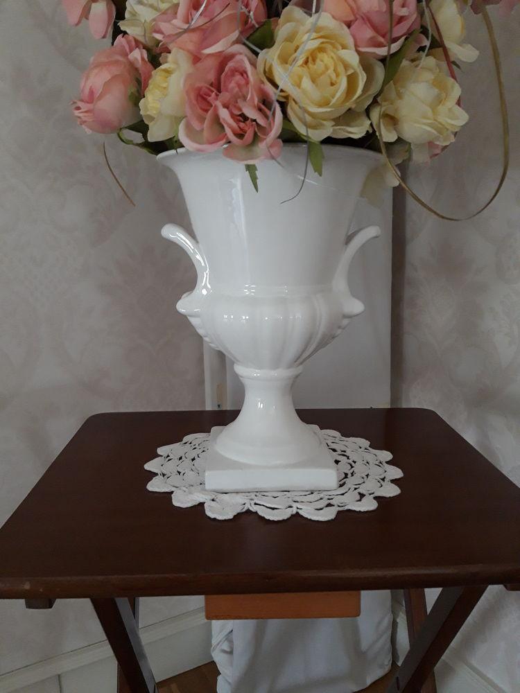 Vase Médicis style Empire et son bouquet de fleurs en tissu  85 Caen (14)