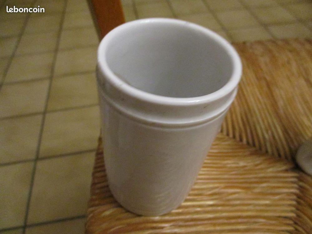 pot ou vase en verre blanc fleurs ou autres 0 Mérignies (59)
