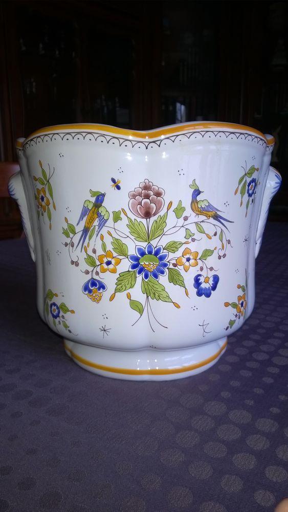 Vase Vieux Moustiers véritable signé GF  85 Reims (51)