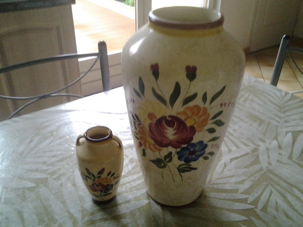 Lot de 2 vases anciens motif fleurs 40 Faches-Thumesnil (59)